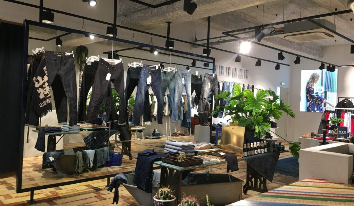 Denham jeans maker - FyBox - expert expérience client cadre lumineux